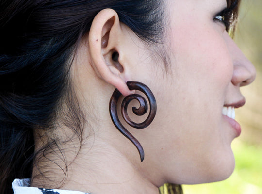 Double spiral with tailed edge fake ear gauges AA048