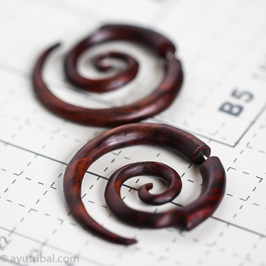Sono wood earrings with double spiral carving AA049