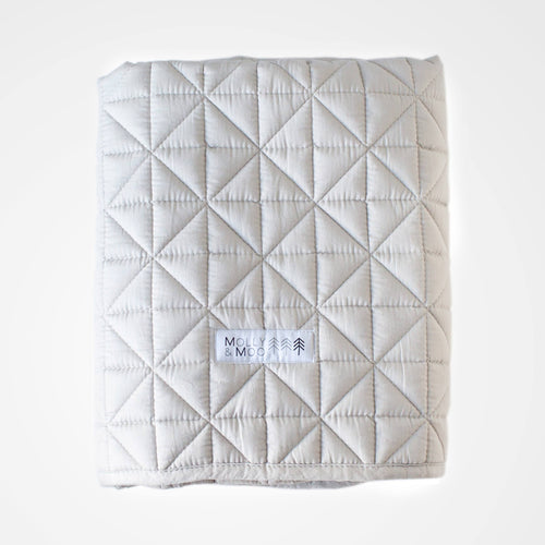 Quilted play blanket grey.