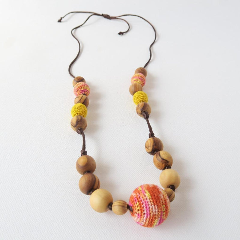 Little Olea - Teething Necklace With Crocheted Beads In Watermelon