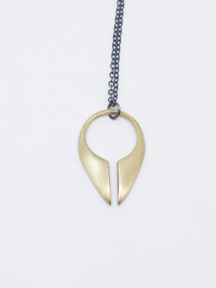LACUNA Medium Necklace