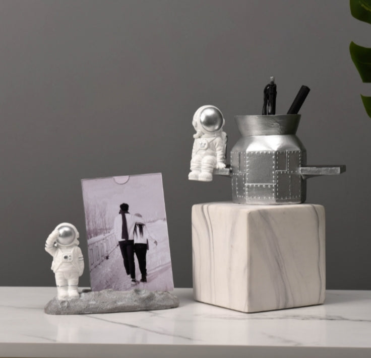 Astronaut Pen Holder - SpaceX Fanstore