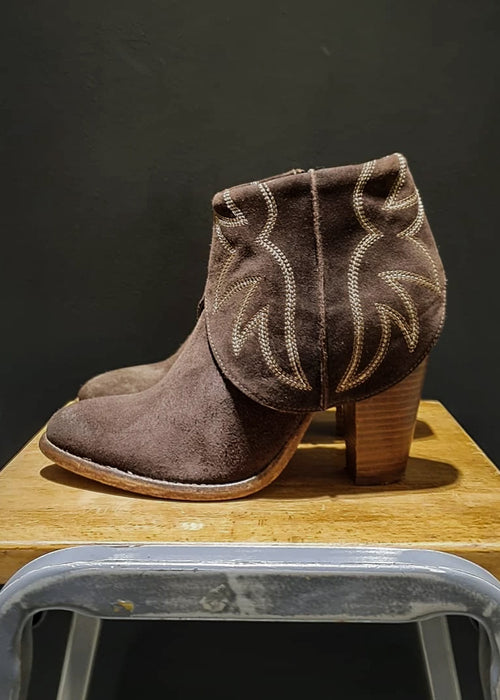 Preworn | Preloved <br> 'CATARINA MARTINS' <br> Cowgirl Boot <br> Size 4 UK
