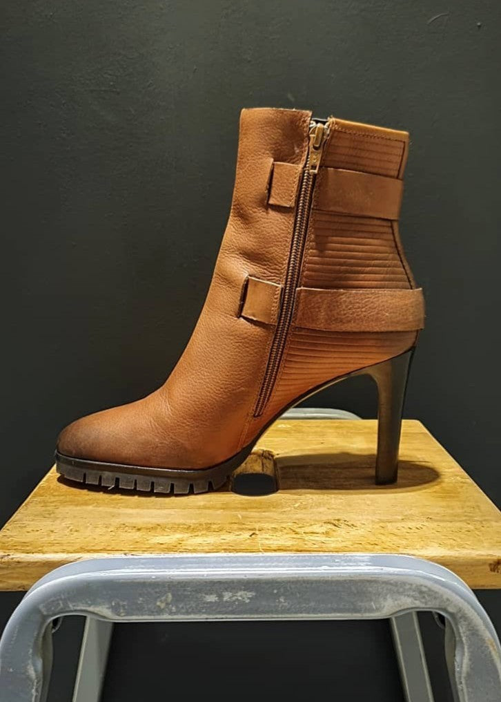 NEW | Ex-Display - 'BRUNO PREMI' Healed Ankle Boot - Size 7 UK
