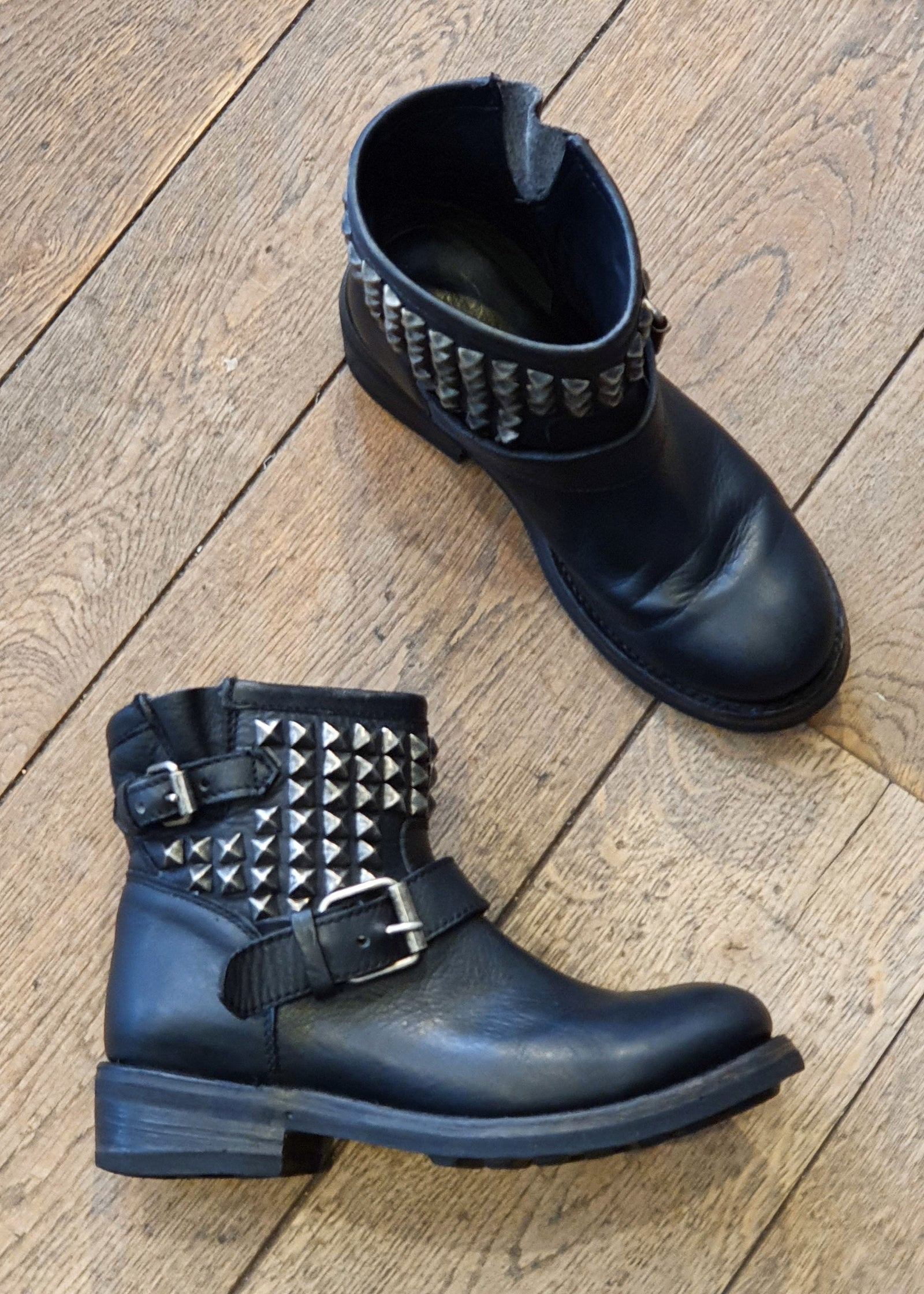 PRELOVED | PREWORN<br> 'ASH'<br>Womens Short Studded Biker Boots<br> Size 5 UK