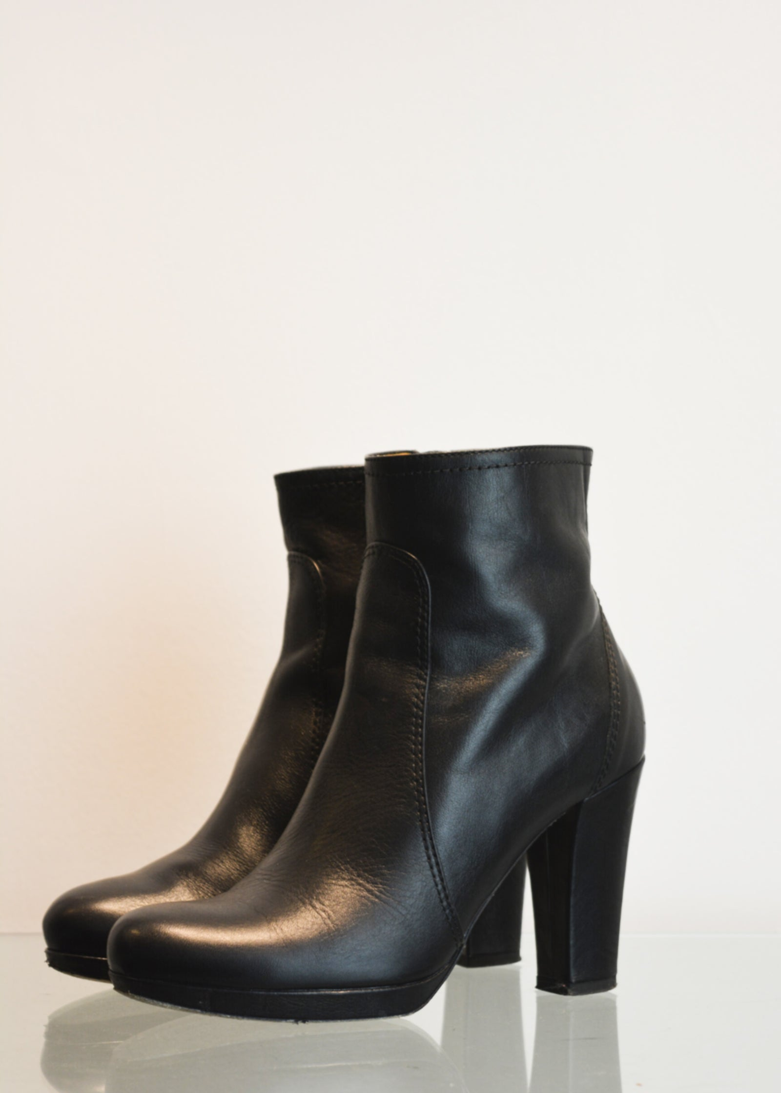 PREWORN | Preloved - 'HOBBS' Ankle Boot - Size 5 UK