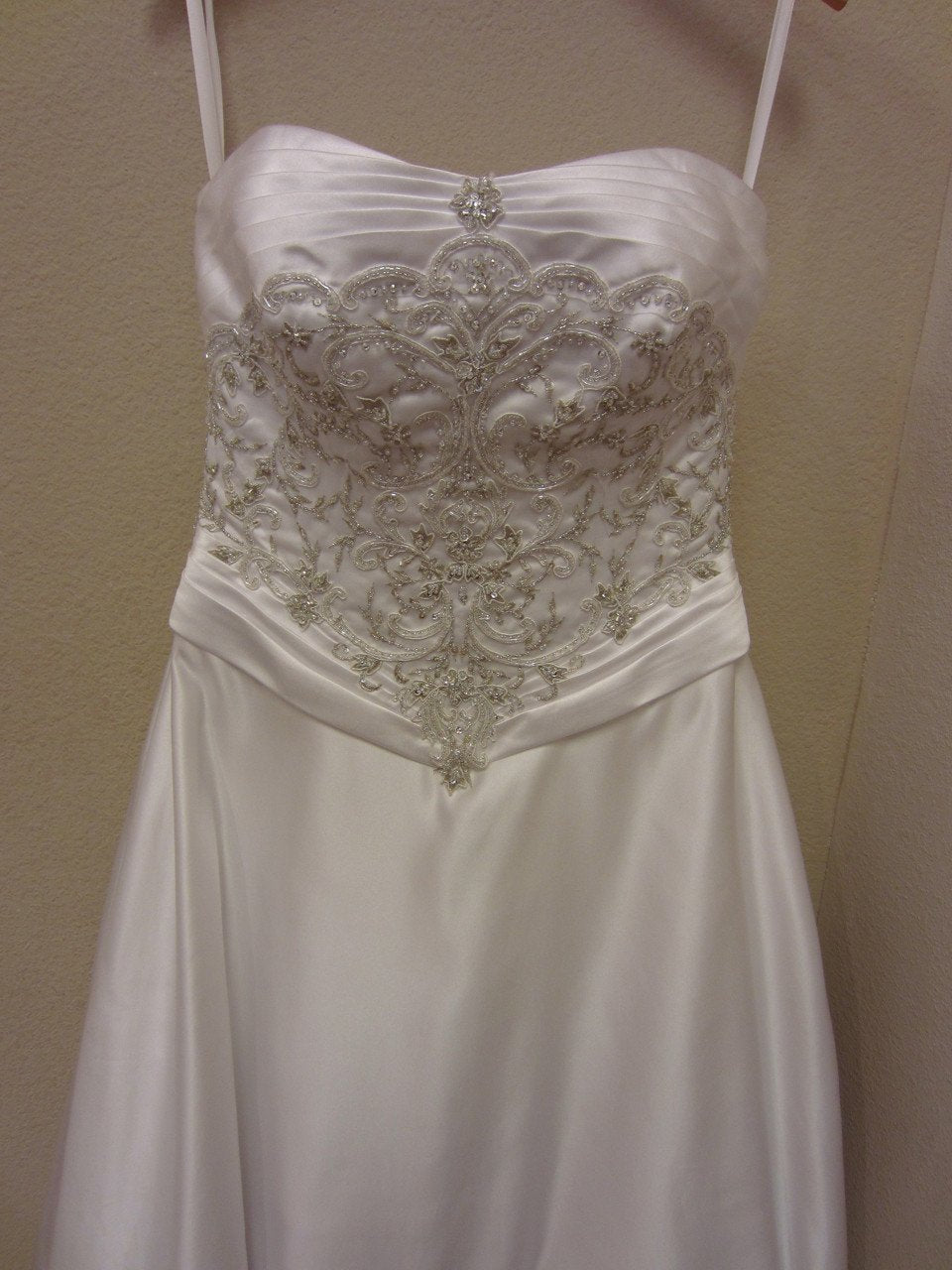 Allure 1961 White/Silver size 10 In Stock Wedding Dress