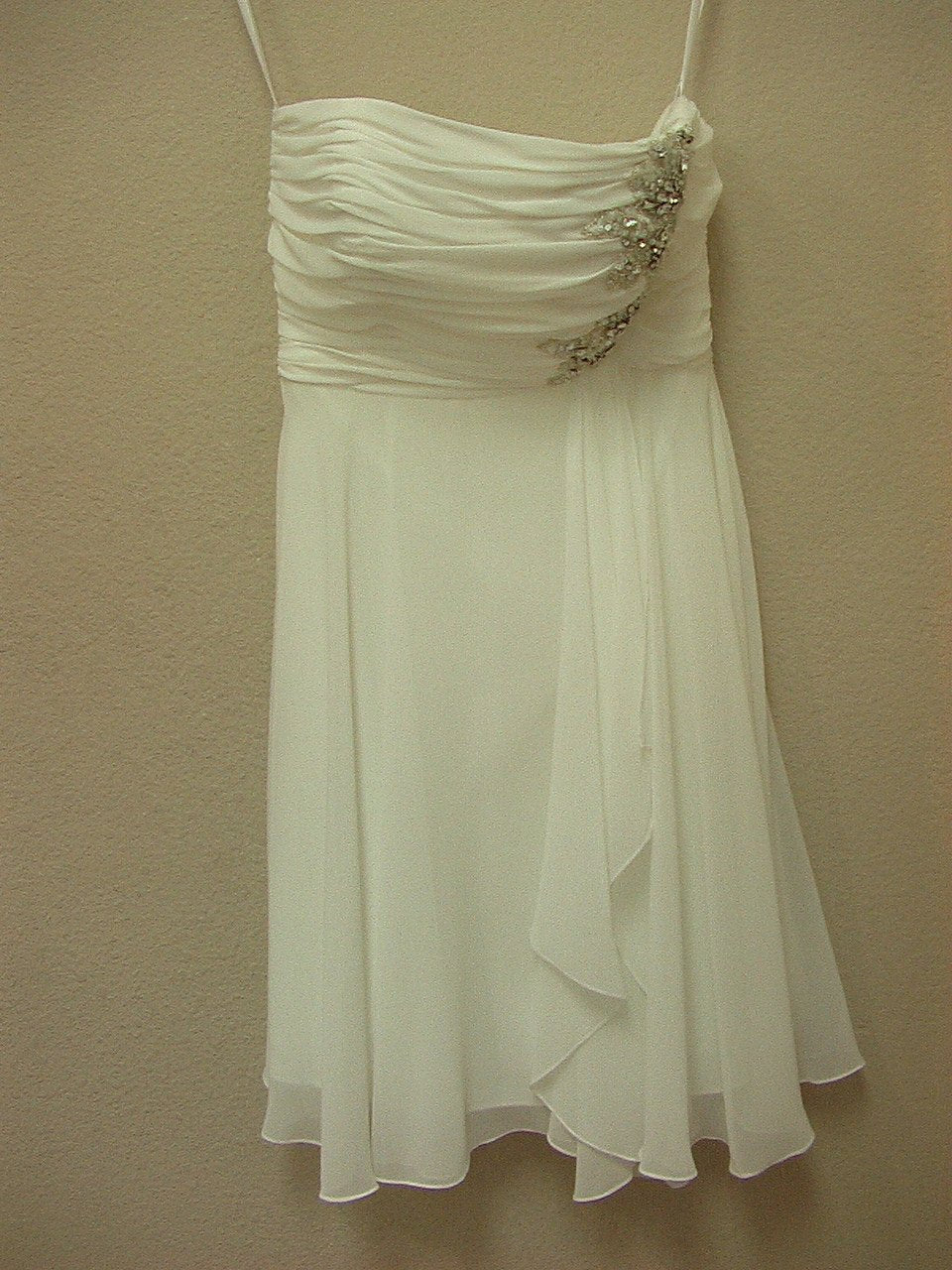 Allure 2304 Ivory/Silver size 8 In Stock Wedding Dress