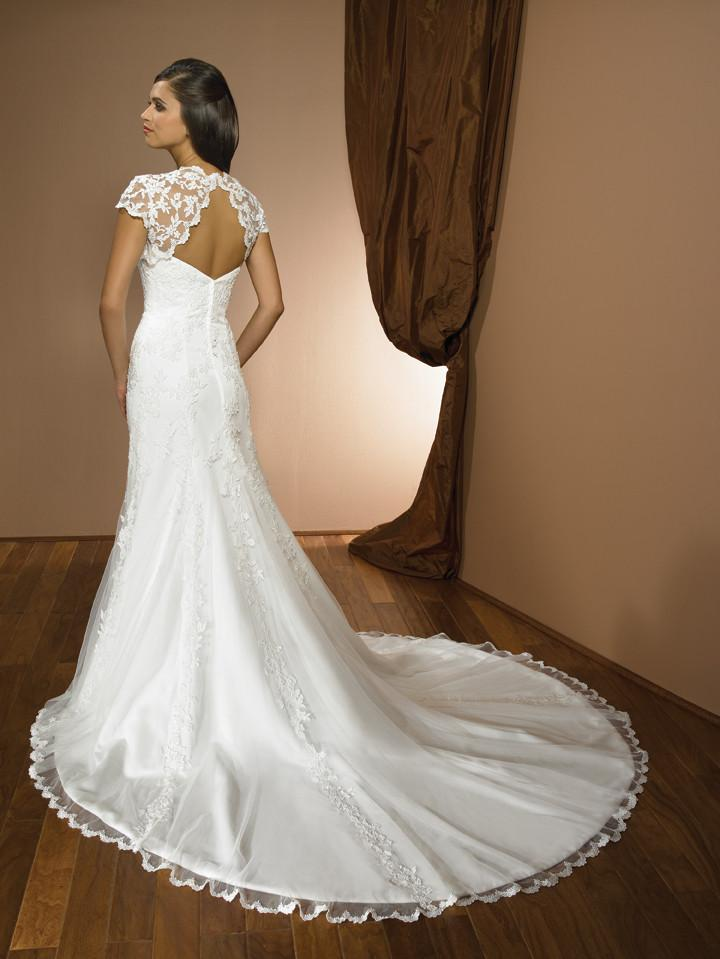 Allure 2319 Ivory size 14 In Stock Wedding Dress