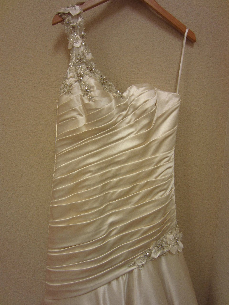 Allure 2467 Ivory size 12 In Stock Wedding Dress - Tom's Bridal