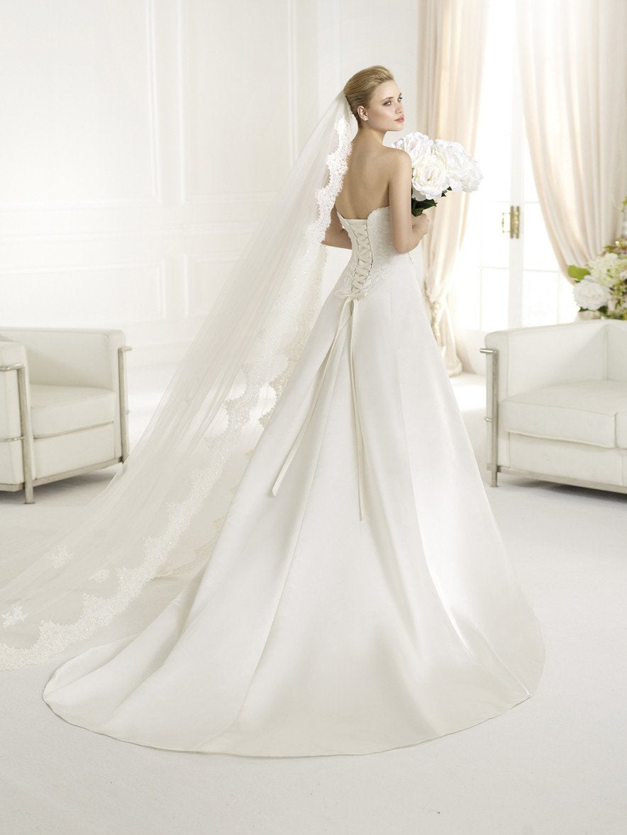 Avenue Diagonal Orly by Pronovias Off White size 8 In Stock Wedding Dress - Tom's Bridal