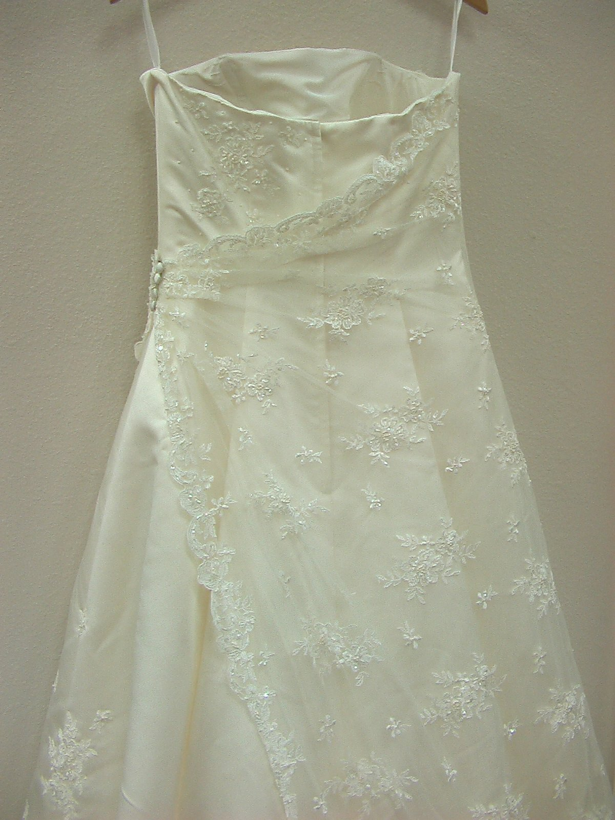 RJ B079 Cream size 10 In Stock Wedding Dress - Tom's Bridal