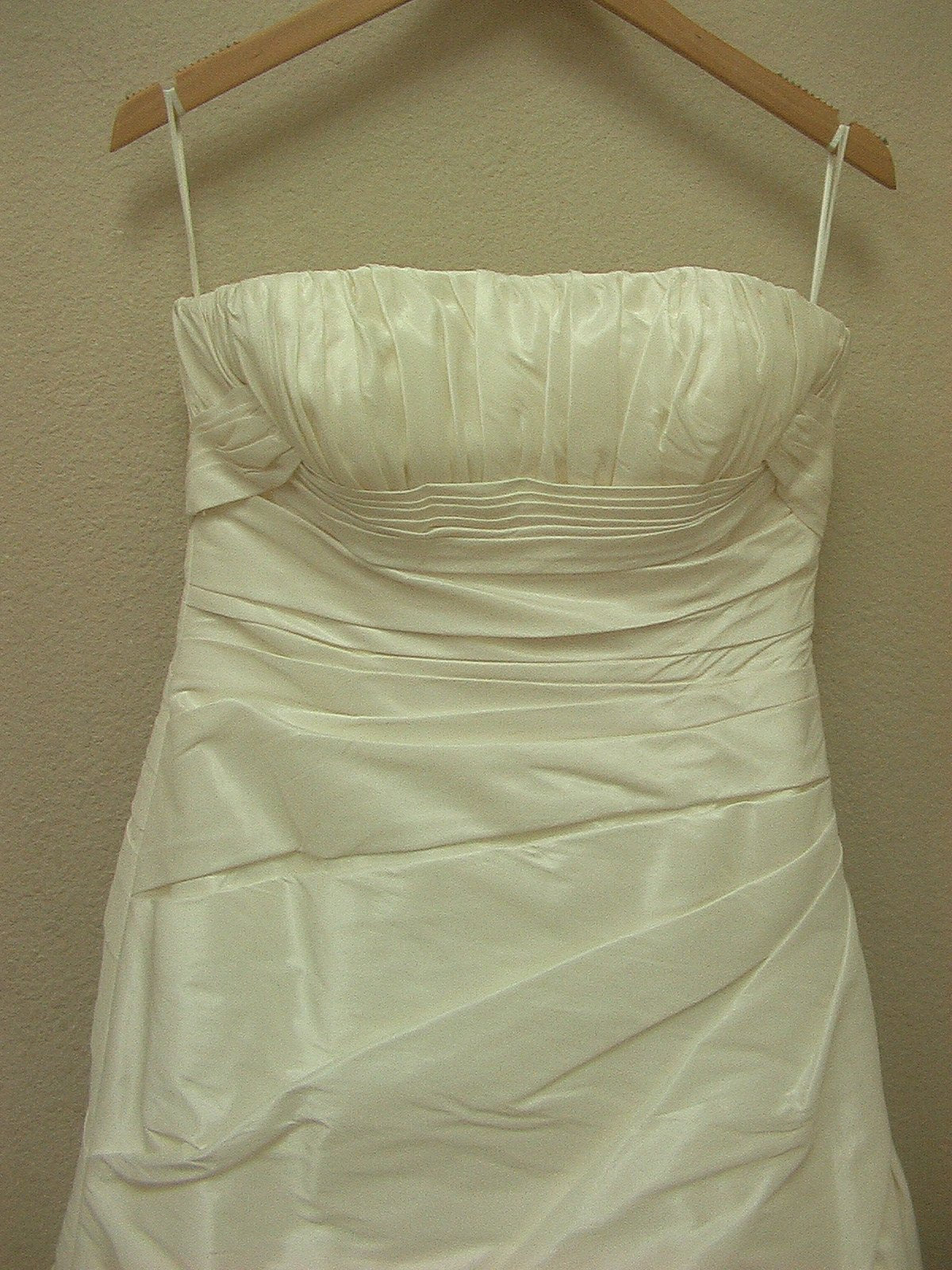 White One 3053 by Pronovias Off White size 10 In Stock Wedding Dress - Tom's Bridal