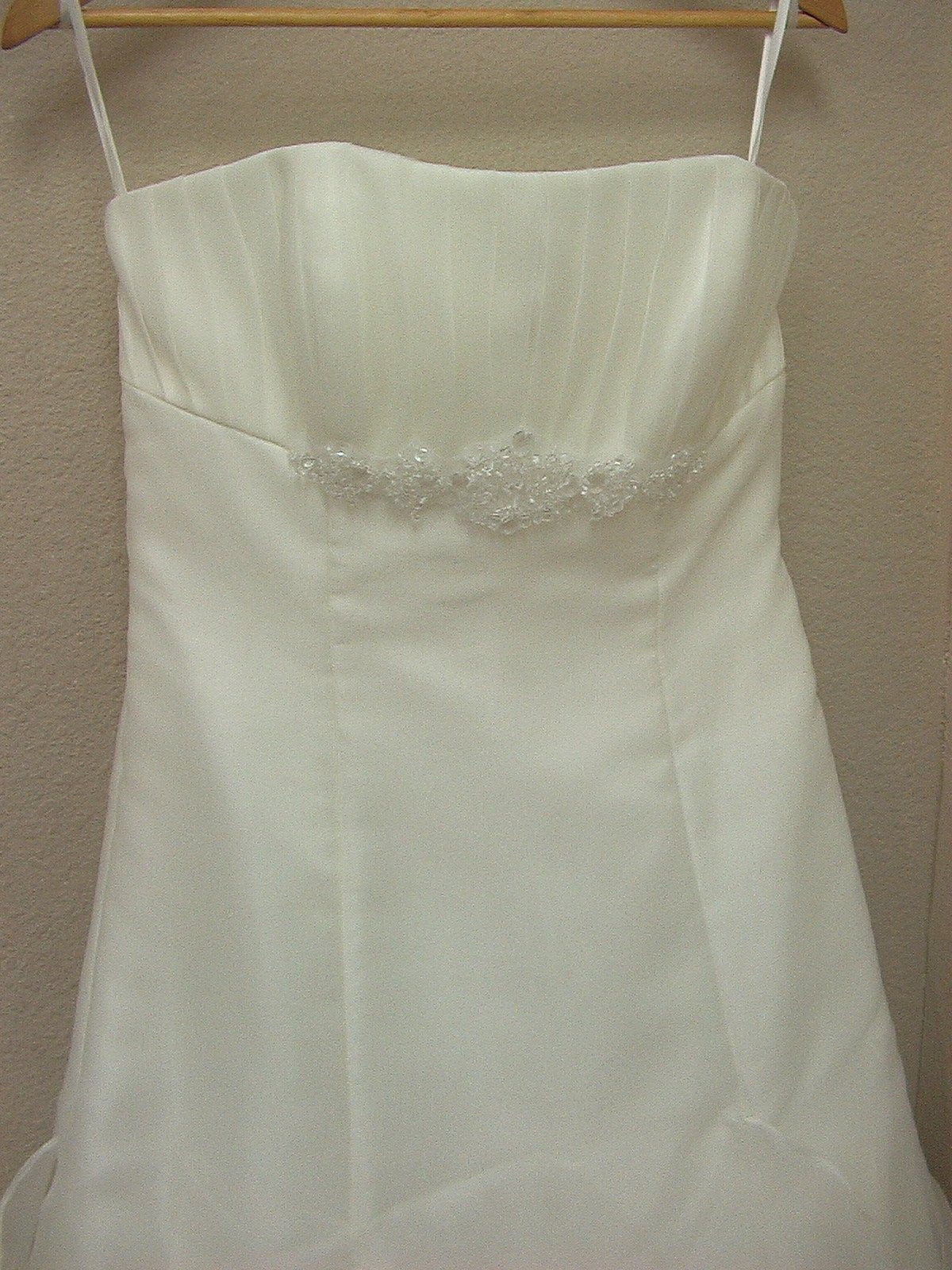 White One 6201 by Pronovias Off White size 10 In Stock Wedding Dress - Tom's Bridal