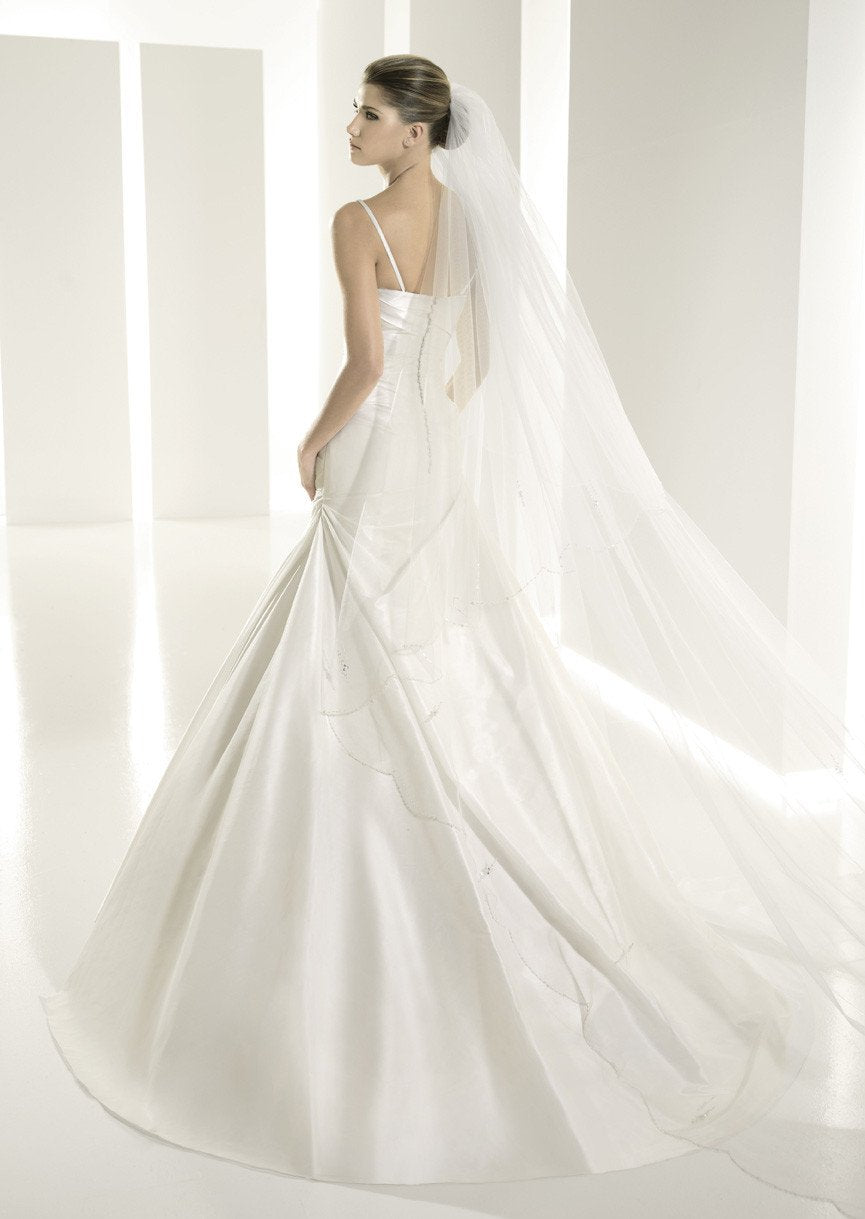 White One 6212 by Pronovias Off White size 14 In Stock Wedding Dress - Tom's Bridal