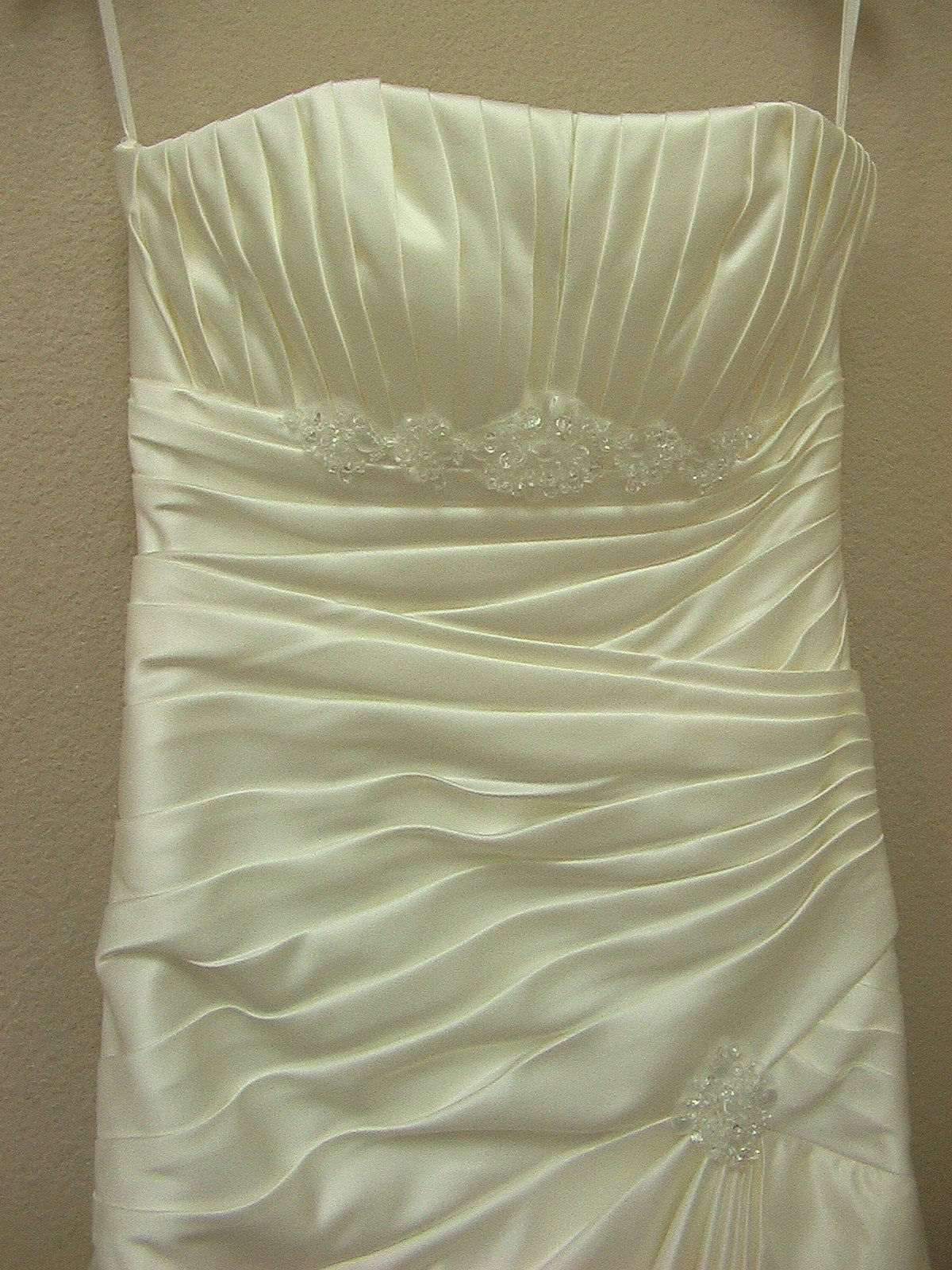 White One 6224 by Pronovias Off White size 8 In Stock Wedding Dress - Tom's Bridal