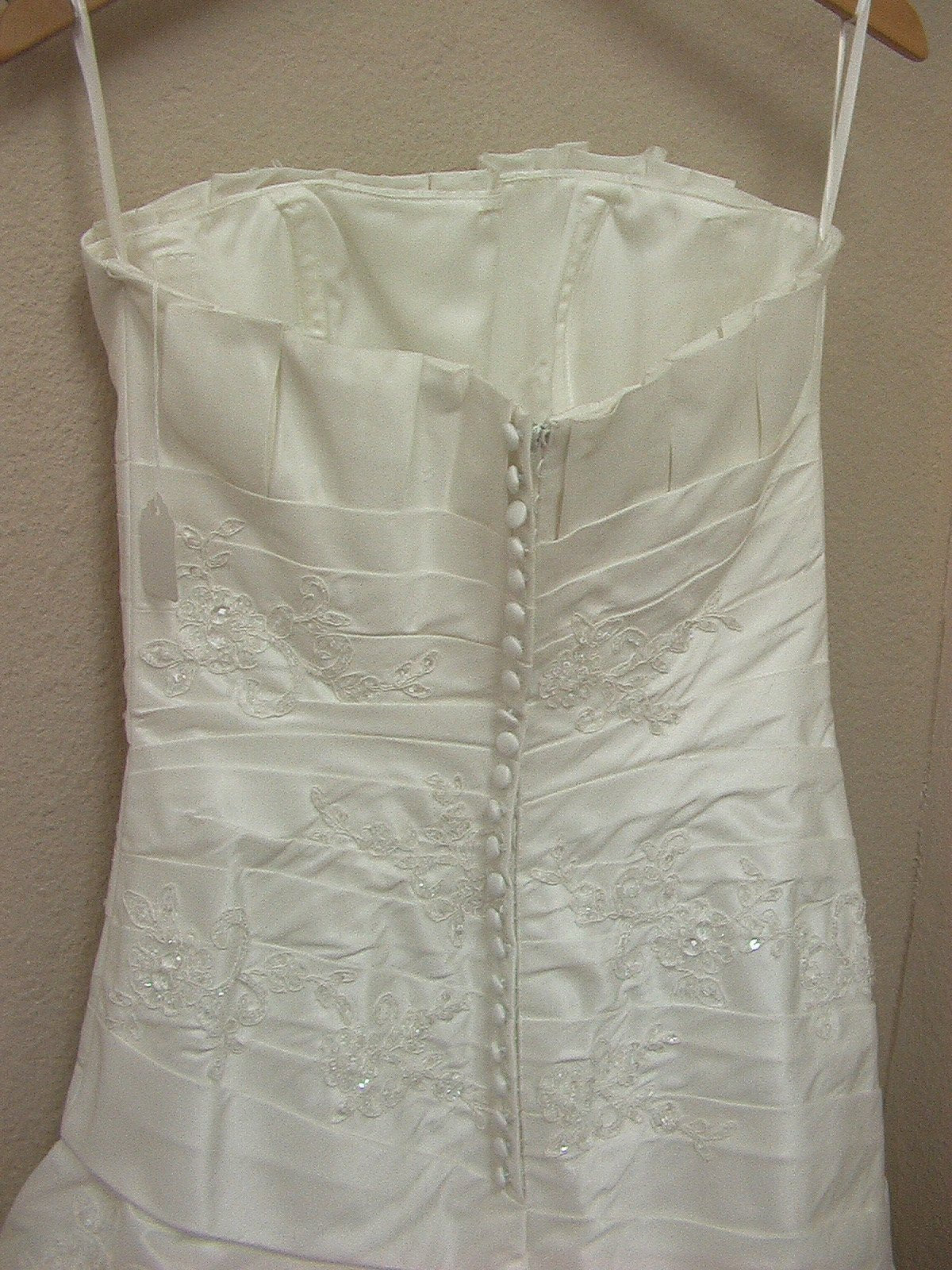 White One 6232 by Pronovias Off White size 8 In Stock Wedding Dress - Tom's Bridal