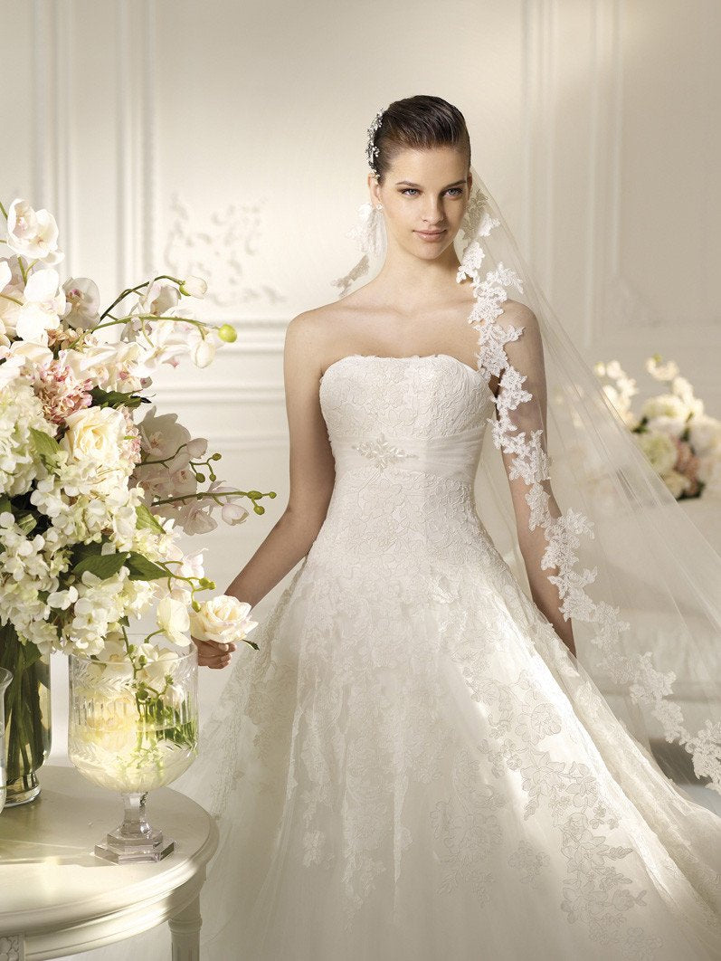 White One Triana by Pronovias Off White size 12 In Stock Wedding Dress - Tom's Bridal