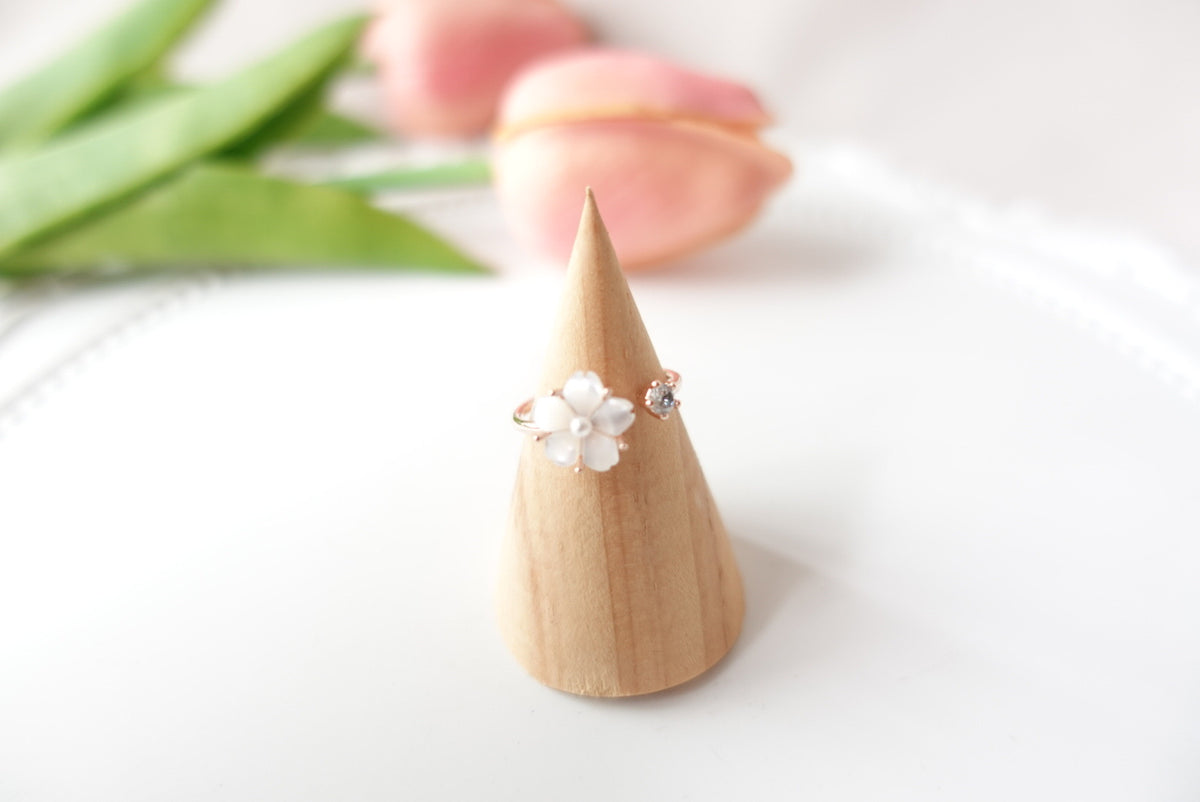 Armande Seashell Flower Ring (adjustable)