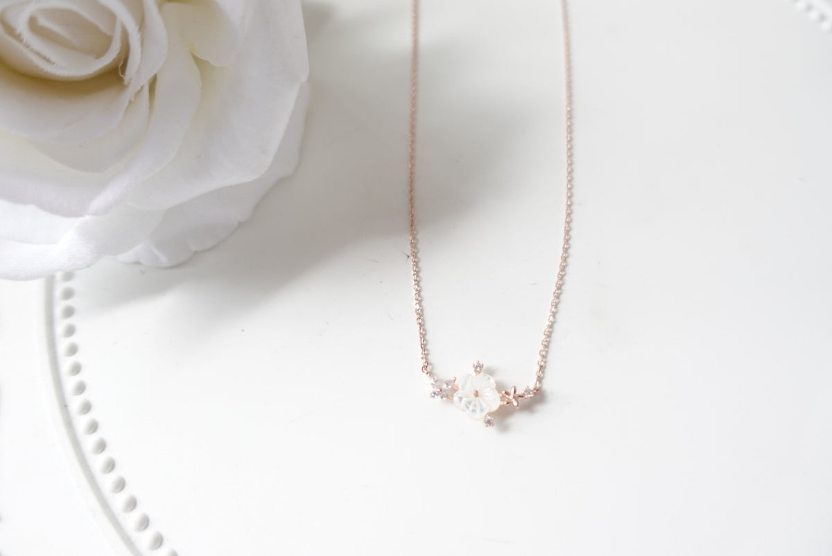 Basierli Seashell Flower Crystal Short Necklace