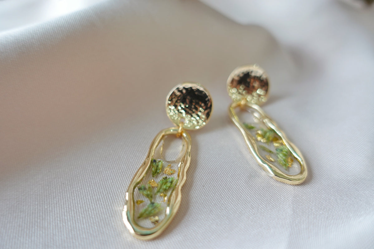 Colored Dry Green Lavender Dargiana Studs