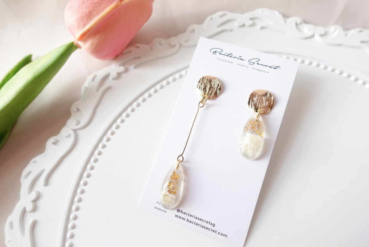Ambra Baby's Breath Flower Studs