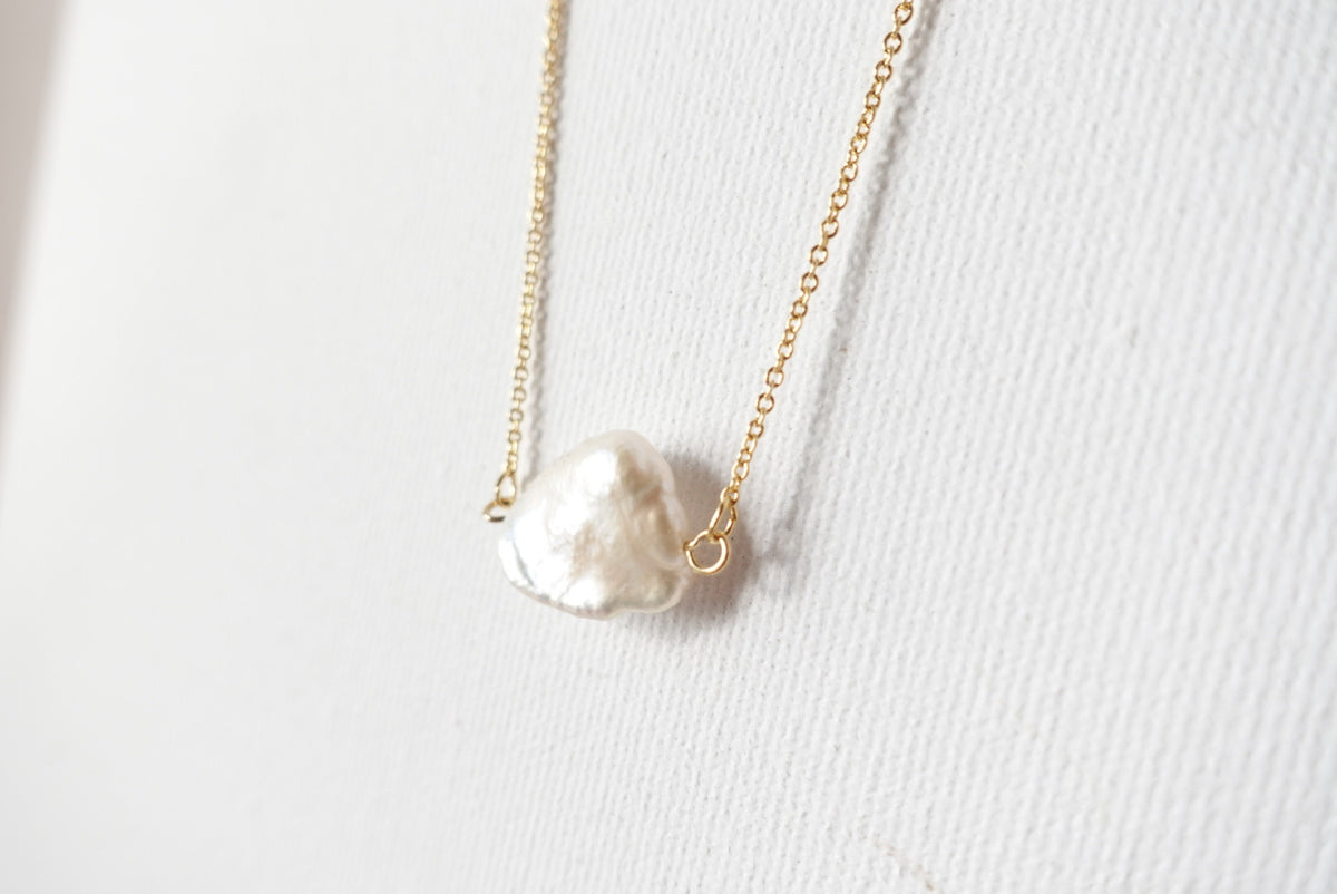 Amable Pearl Short Necklace