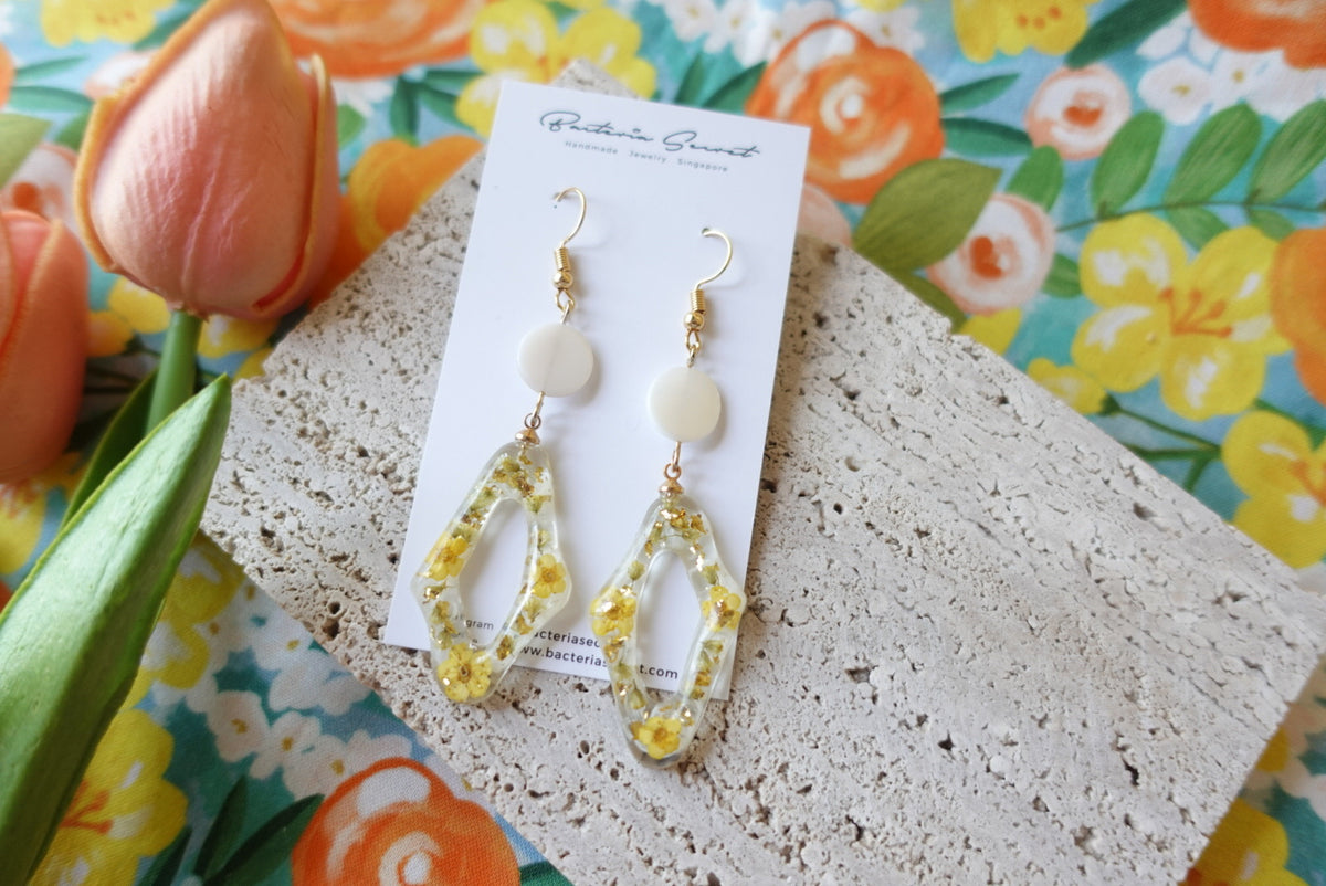 Carleigh Spring Flower Seashell Earrings