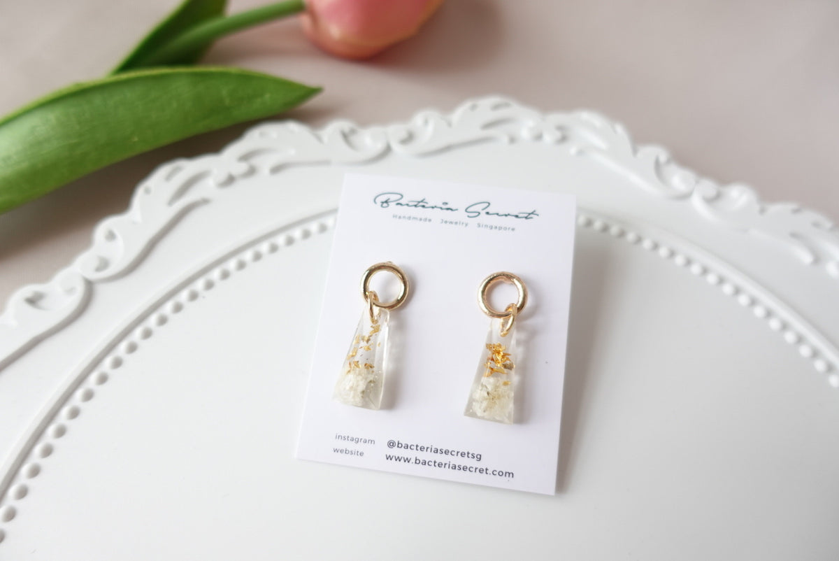 Ameline White Baby's Breath Flower Studs