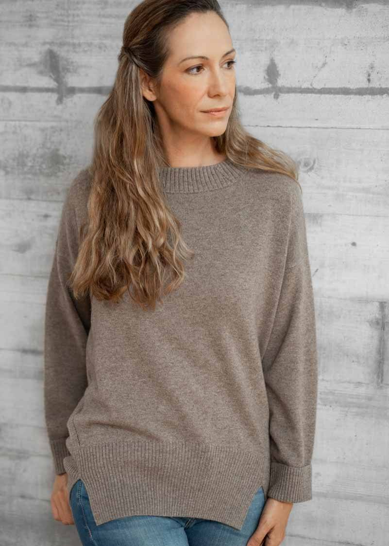 PAOLA | Our comfortable boat neck