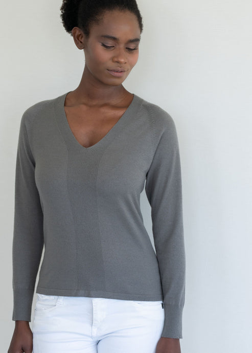 NELE | Our comfort  fitted V neck