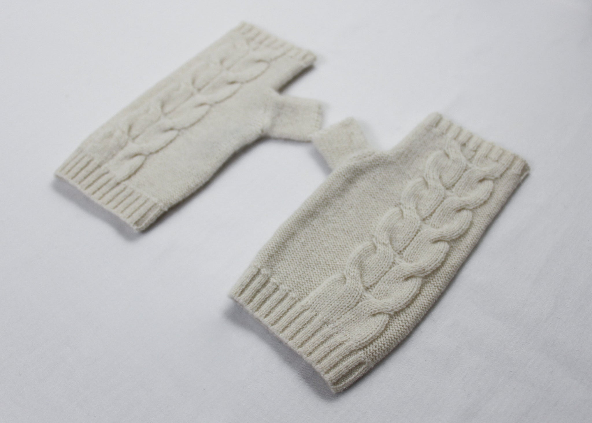 MAEL | Our cashmere mittens