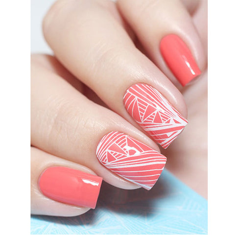 Milvart F69 White Abstract Lines Water Transfer Nail Art Decal use on nail varnish or gel polish.