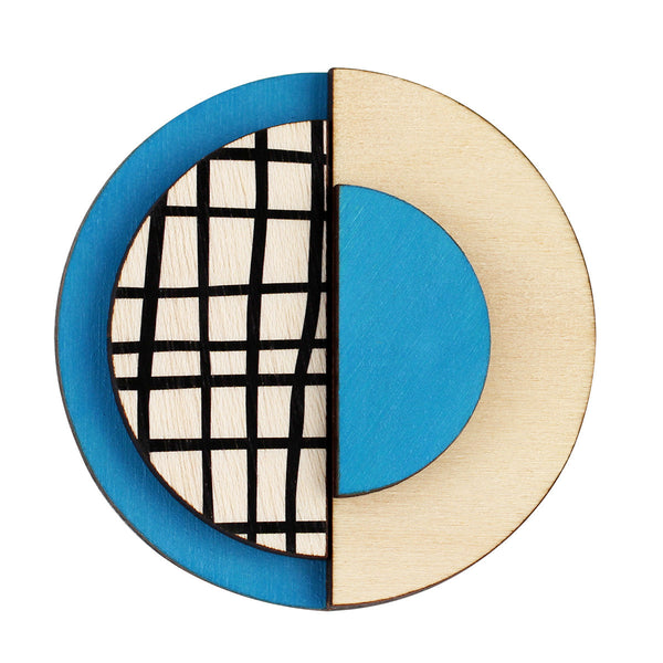 Circle brooch with lines in blue