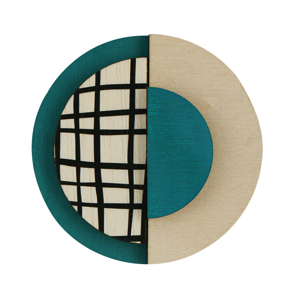 Circle brooch with lines in green