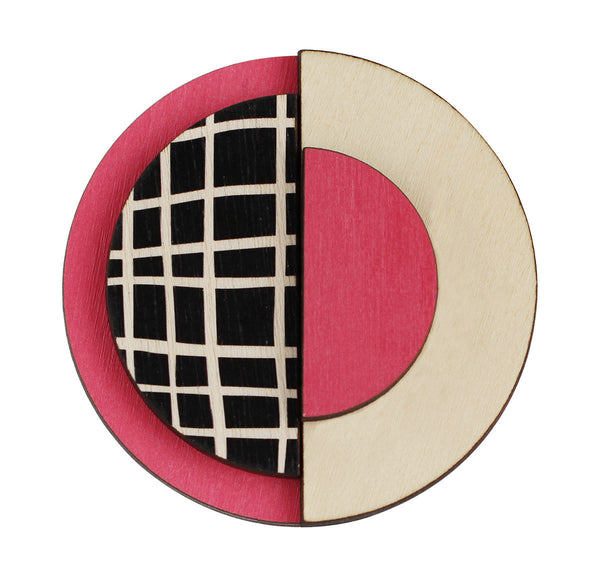 Circle brooch with lines in pink