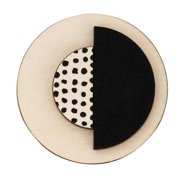 Circle brooch with spots in black