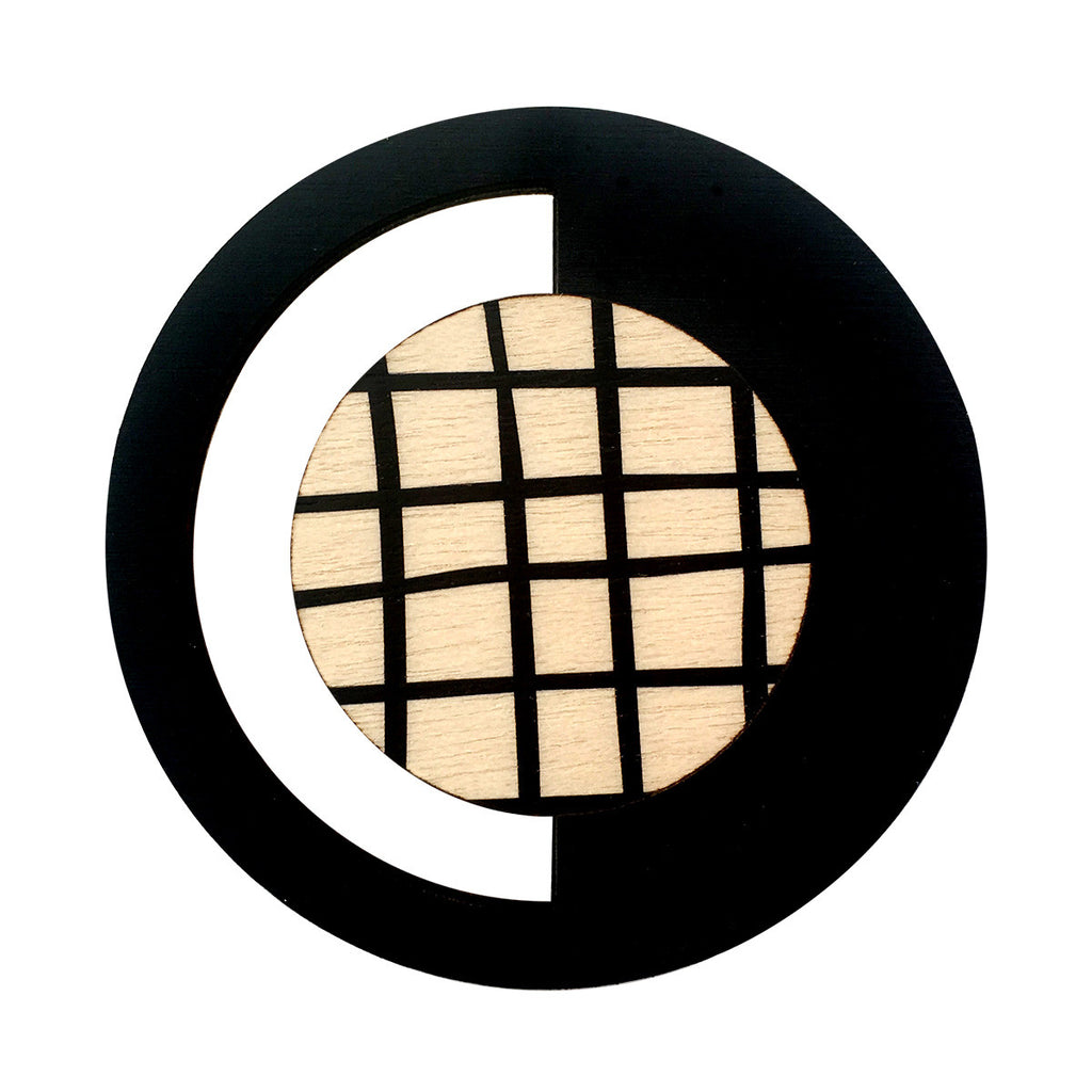 Geo brooch in black