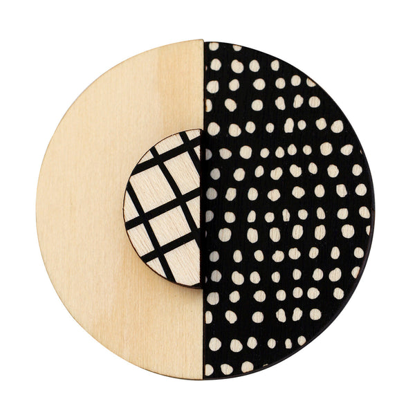 Spots and black lines brooch