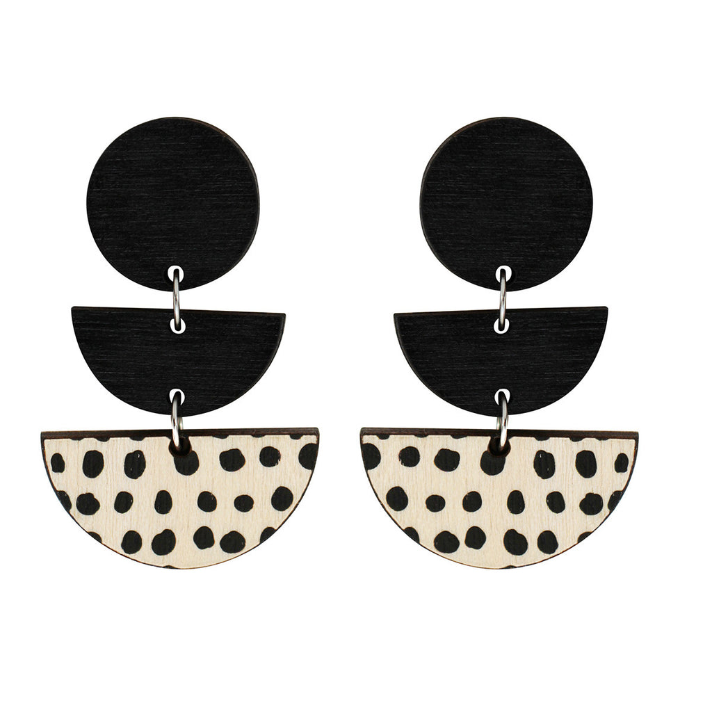 3 tiered earrings with spots in black