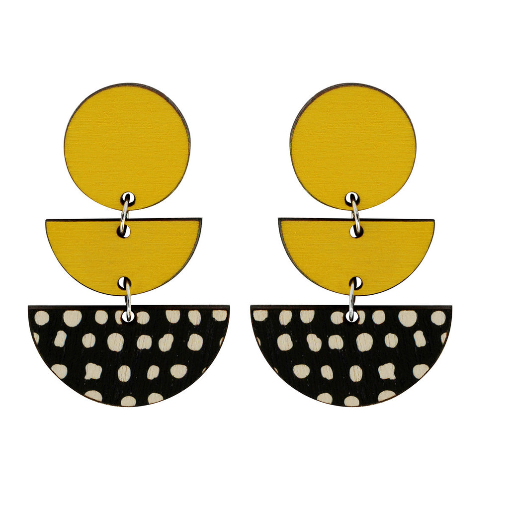 3 tiered earrings with spots in yellow