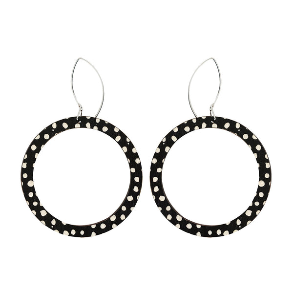 Hoop earrings with spots