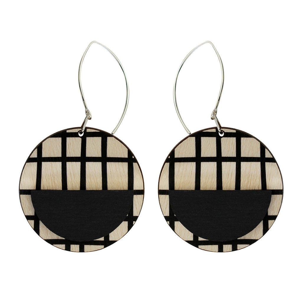 Drop line earrings with black