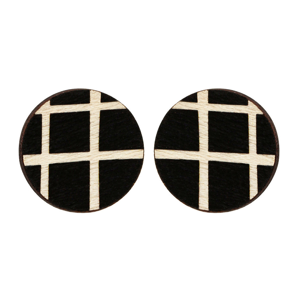 Circle studs with lines