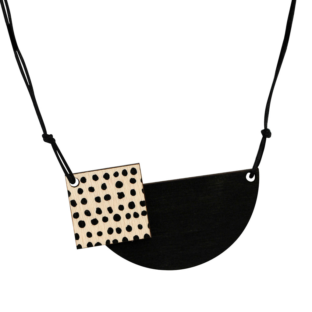 Spots necklace in black