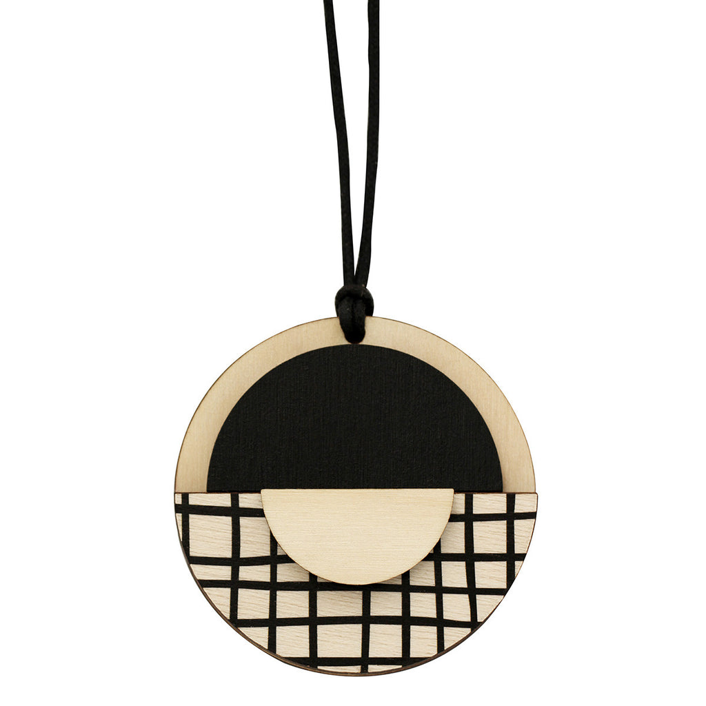 Geo circle pendant with black