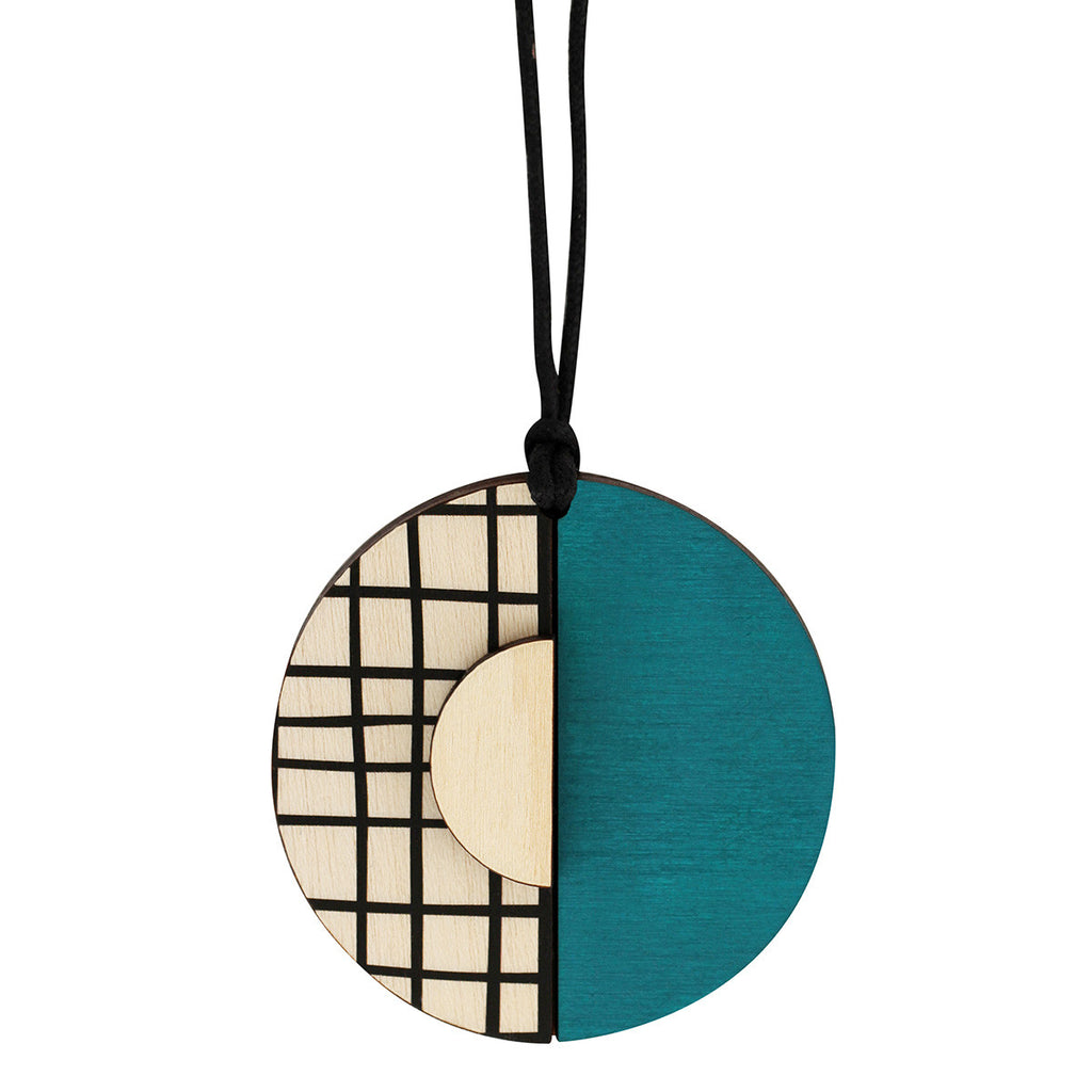 Circle lines pendant with green