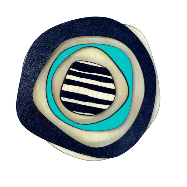 Retro brooch in black