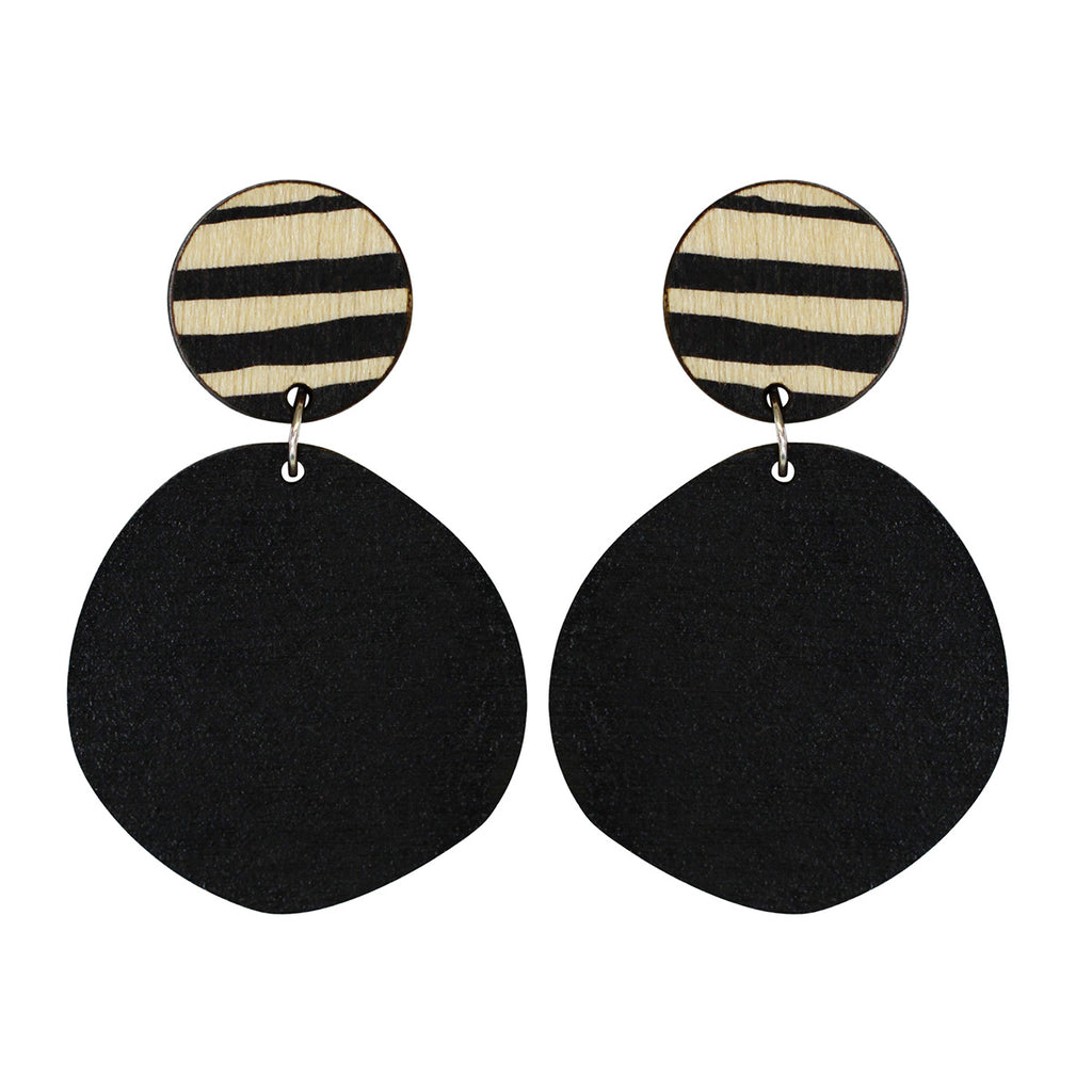 Retro earrings in black with thick lines