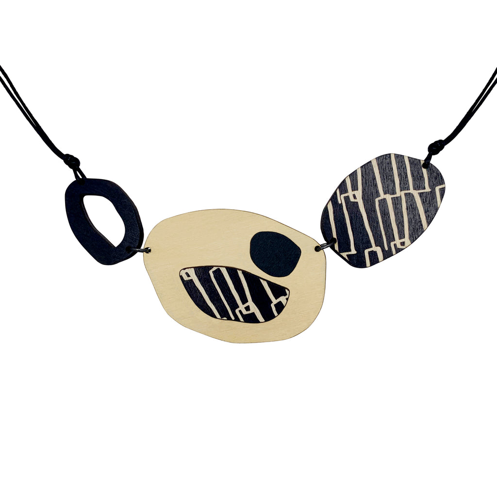 City pattern necklace in black